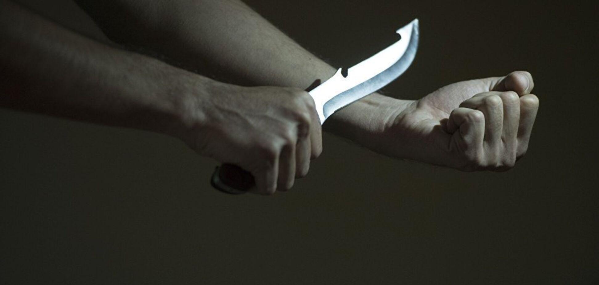 Порізав вени кухонним ножем: під Дніпром чоловік намагався звести рахунки з життям
