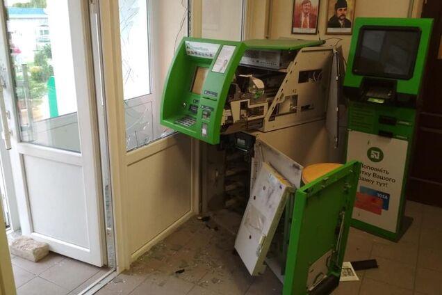 Банда грабіжників банкоматів влаштувала
