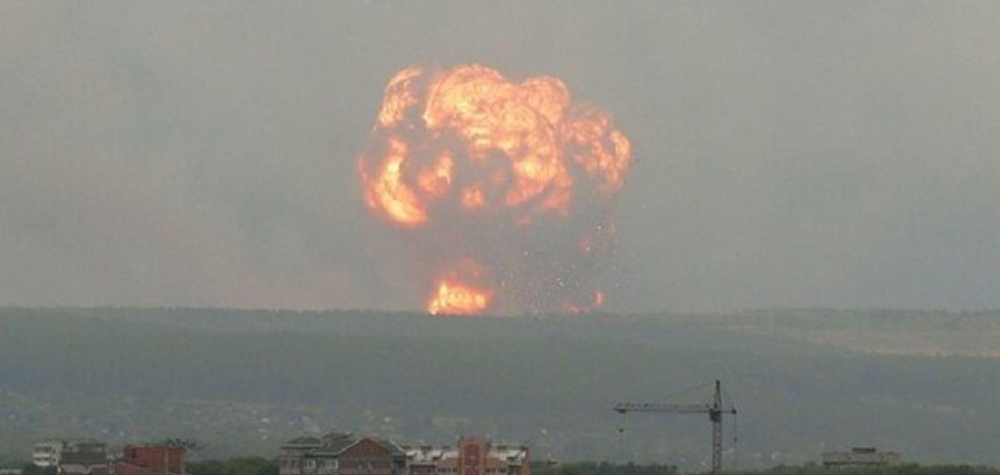 Ударила блискавка? У Росії пролунали нові вибухи на арсеналі зі зброєю: багато поранених
