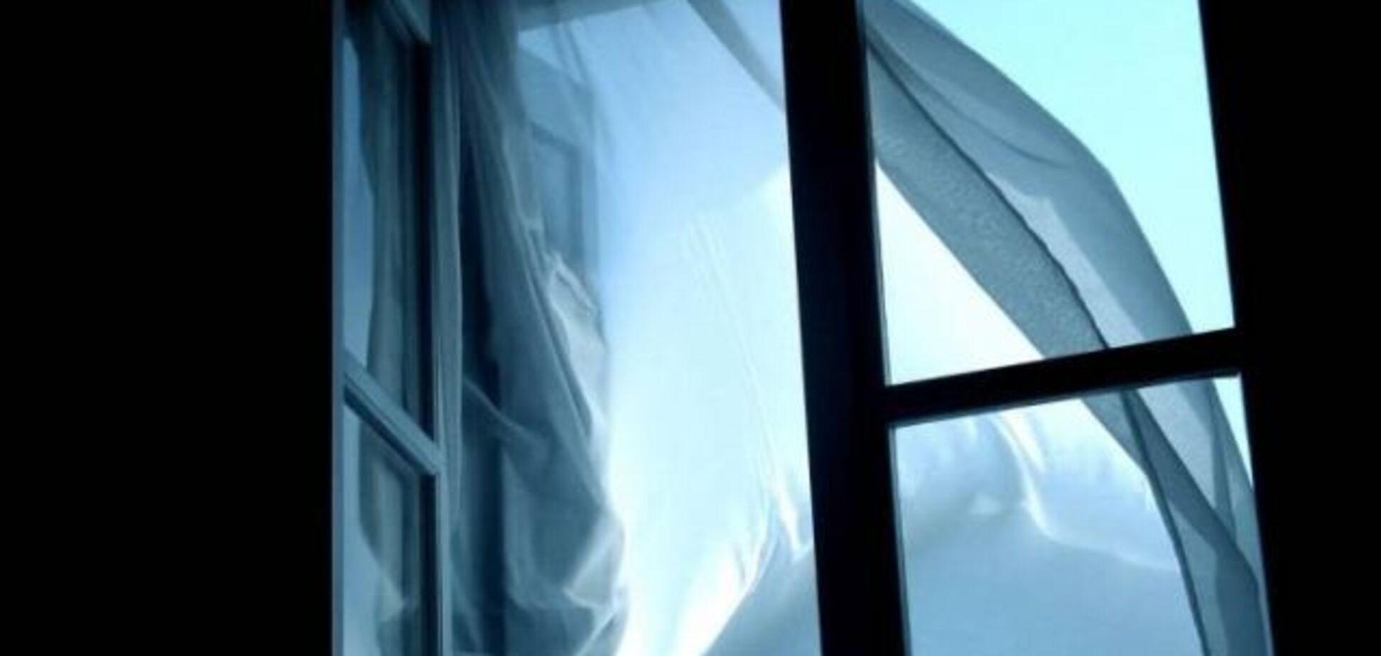 Вистрибнув з 24 поверху: в Дніпрі чоловік наклав на себе руки на очах у дружини