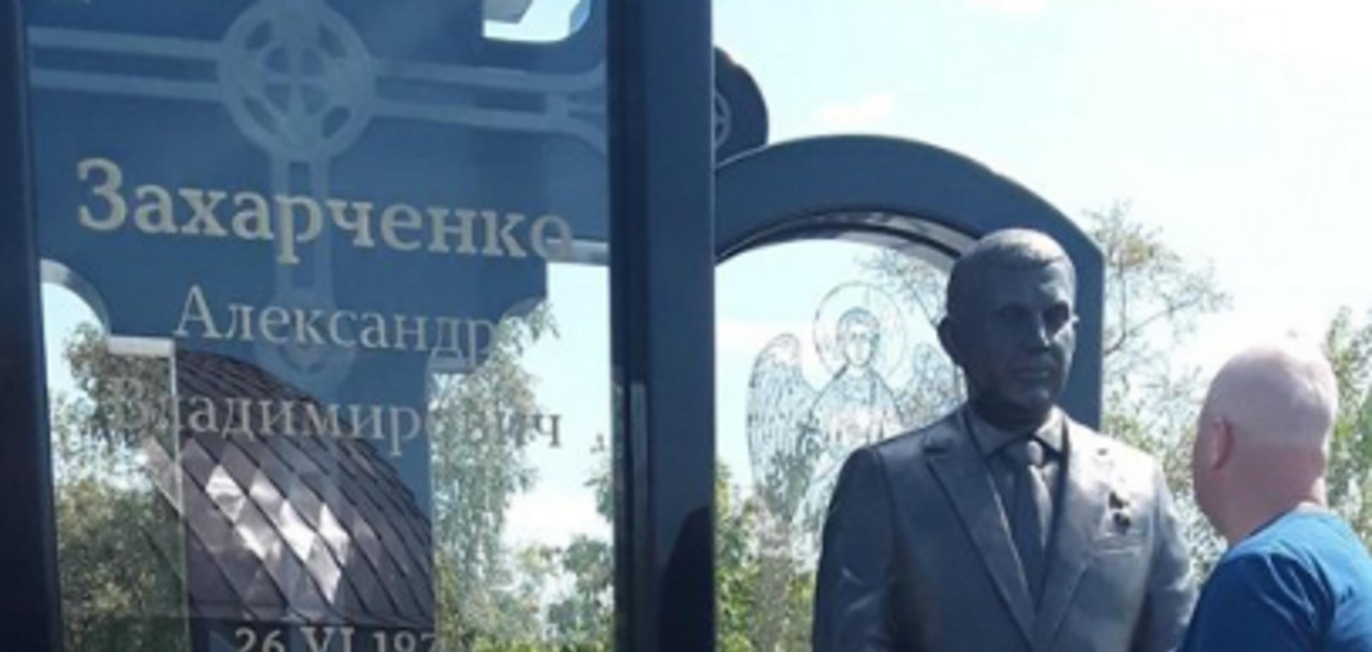 'Придется сносить': памятник Захарченко в Донецке вызвал ажиотаж в сети. Фото