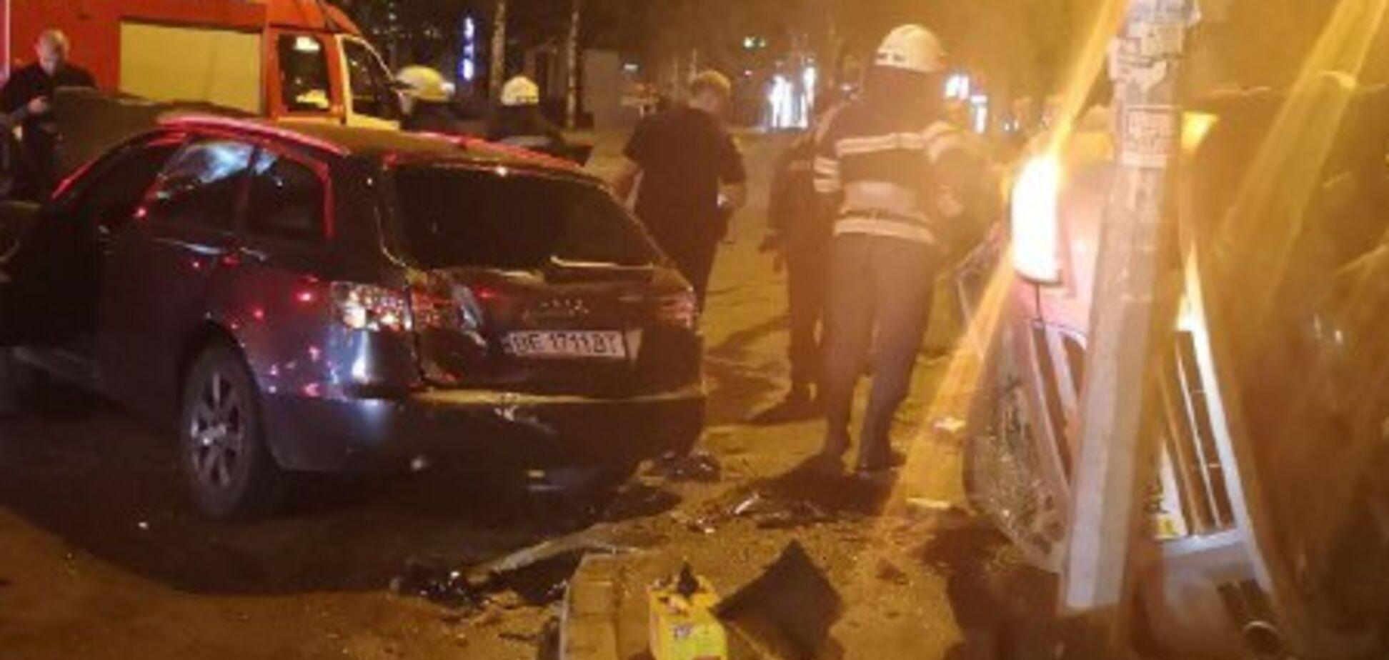 У Дніпрі трапилася страшна ДТП: фото і відео з місця аварії