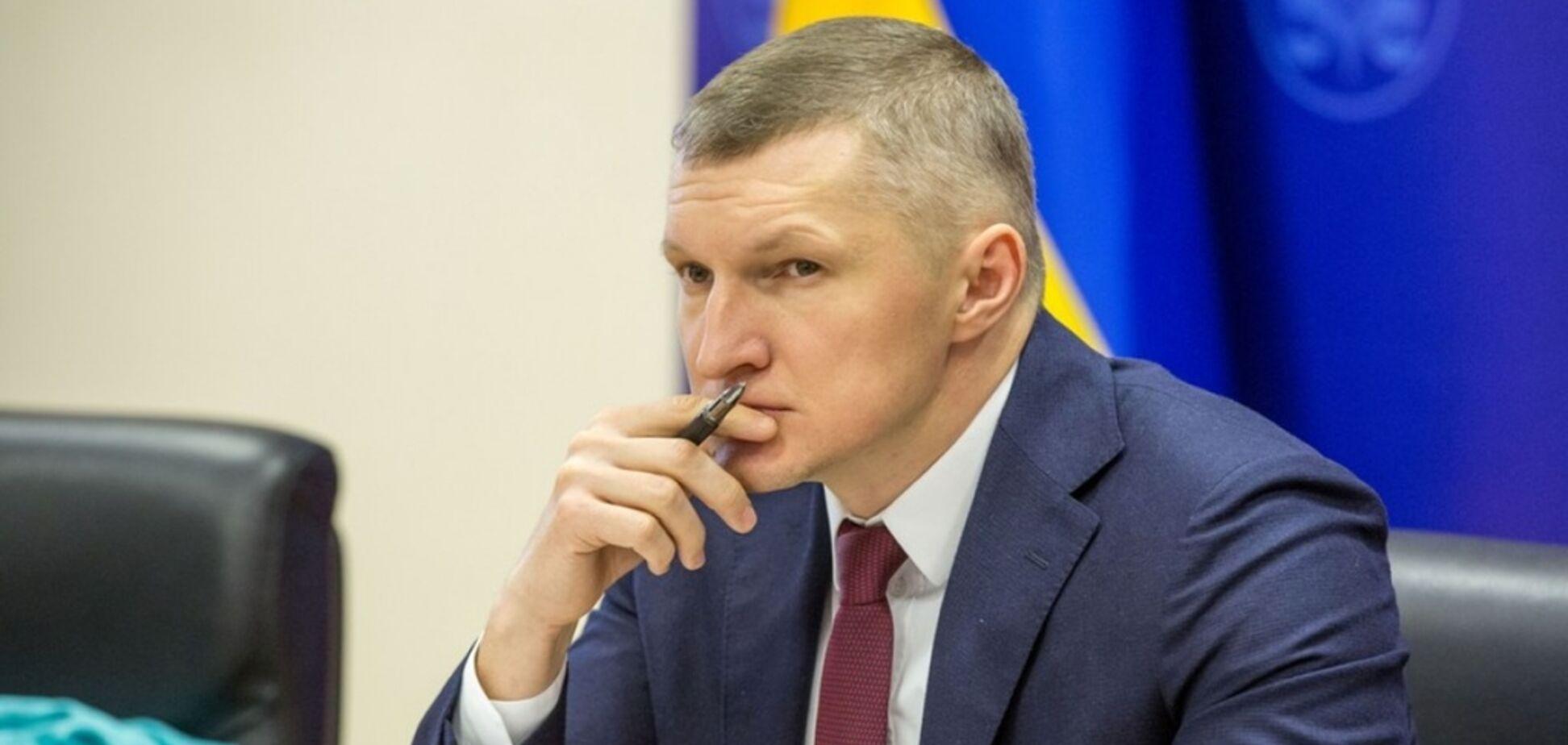 В ГФС уволили топ-чиновника: эксклюзивный документ