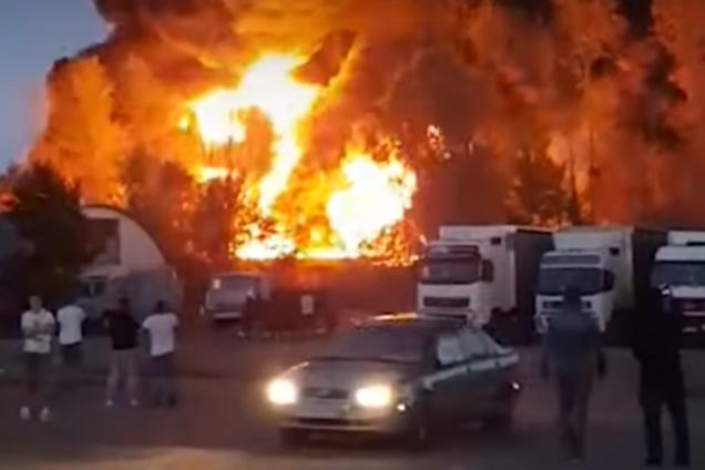В России вспыхнул пожар на складе
