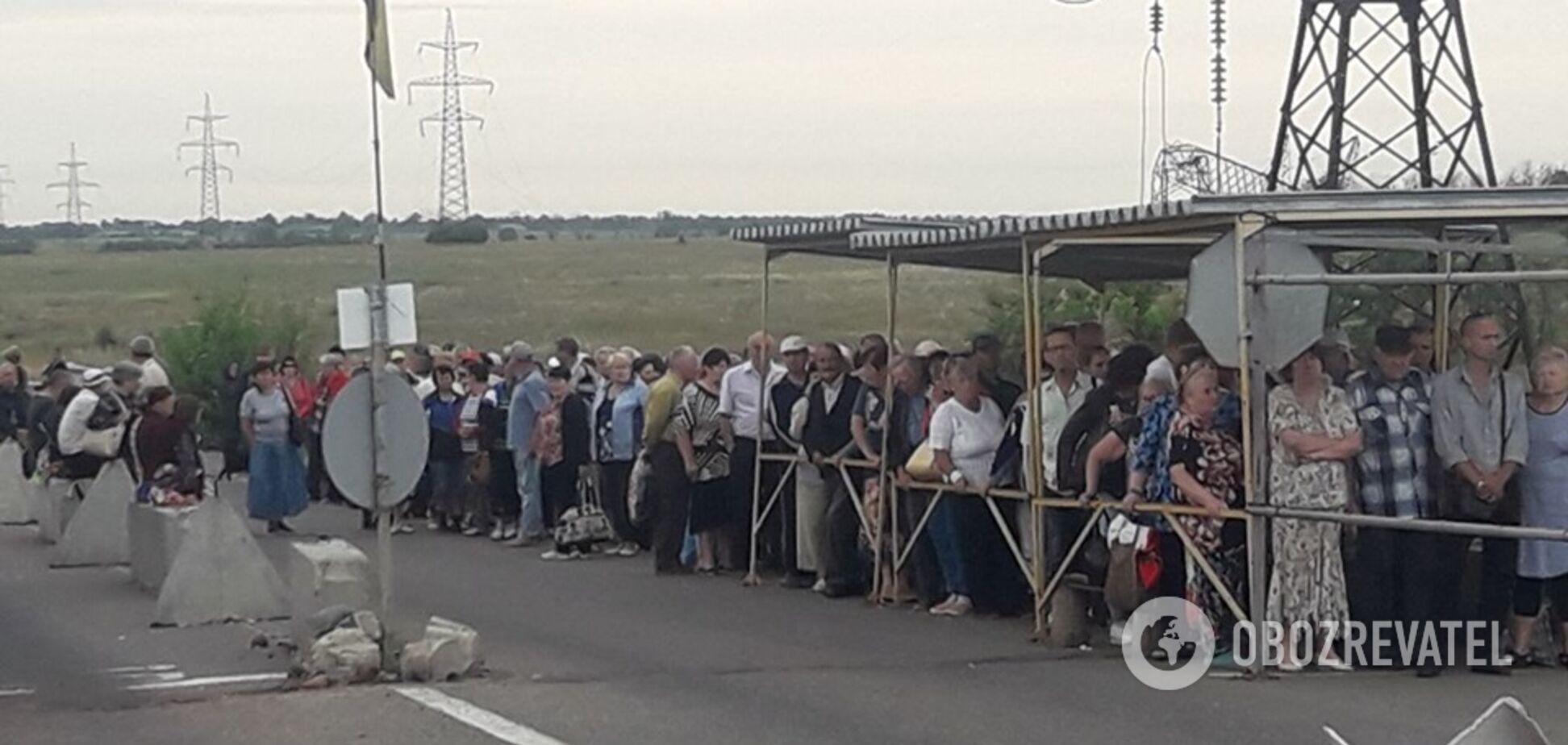 Доходит до приступов: появились ужасные подробности об очередях на КПП с 'ДНР'