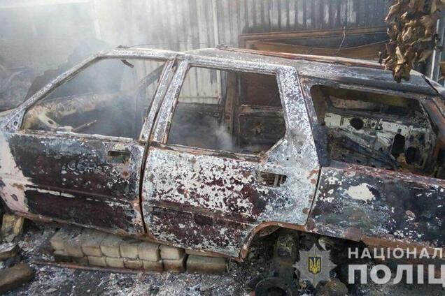 Під Києвом чоловік знищив три будинки та п'ять авто