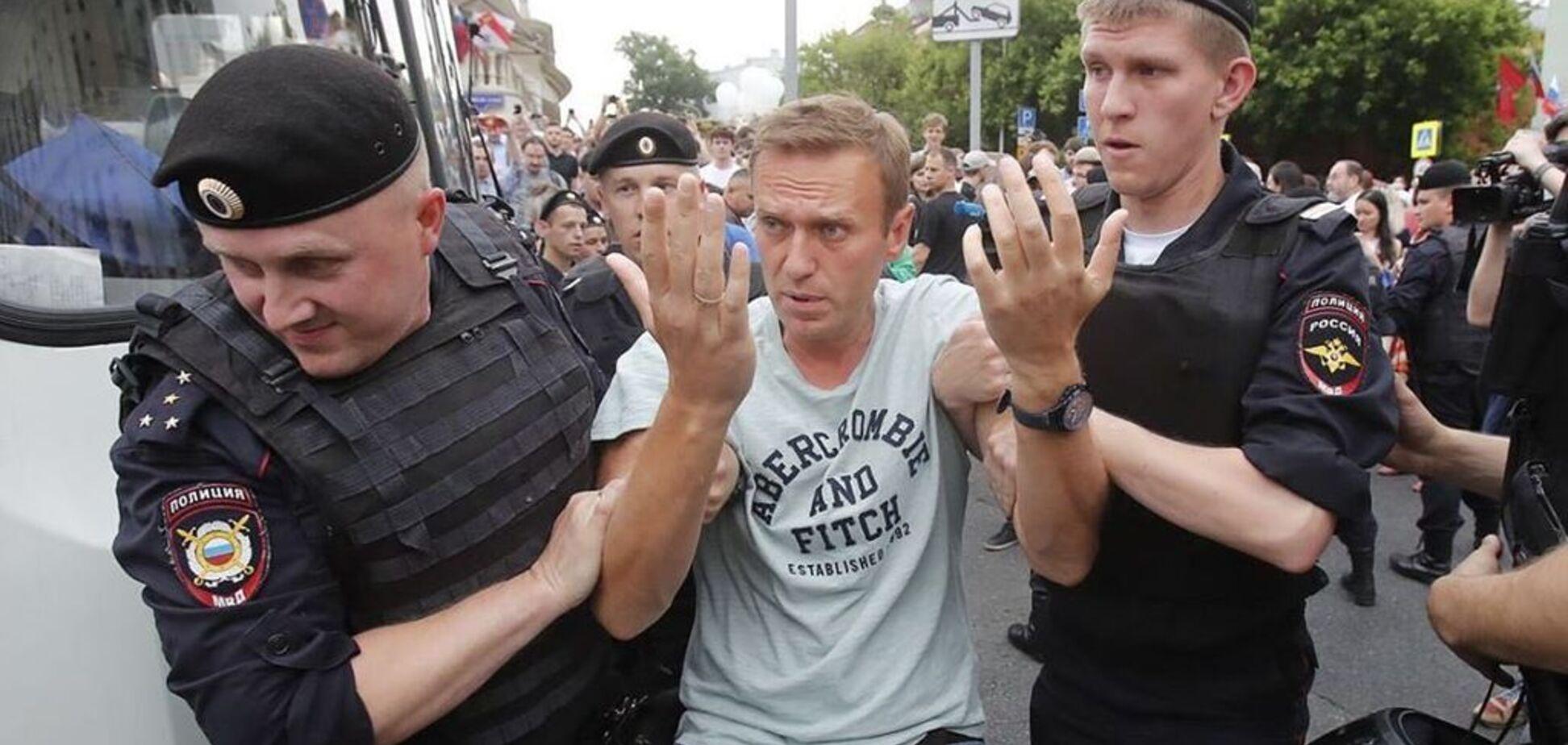 Обыски в штабах Навального: в России заявили об атаке Кремля