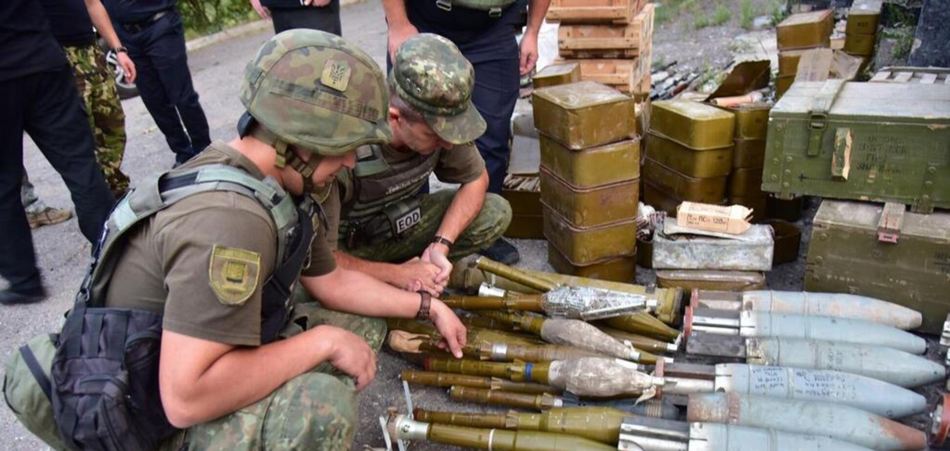 Передача зброї добробатів