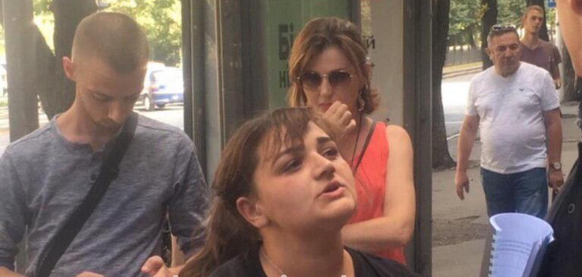 Попалася на гарячому: в Дніпрі затримали кишенькову злодійку в маршрутці. Відео