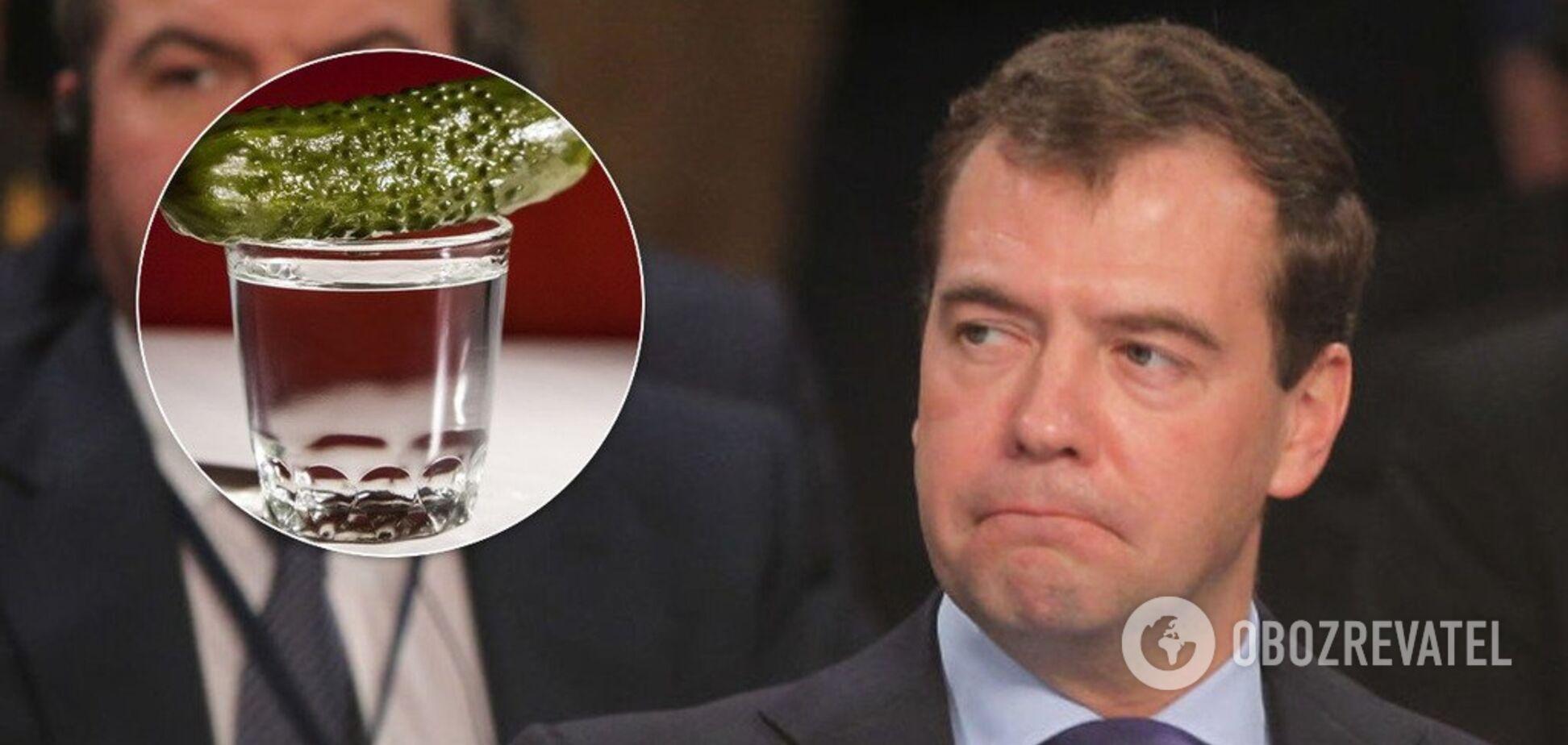 Закуска під бички: у Росії прем'єр Медведєв почав варити самогон. Фото