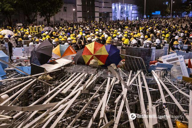 В массовых протестах в Гонконге против законопроекта об экстрадиции участвуют сотни тысяч человек