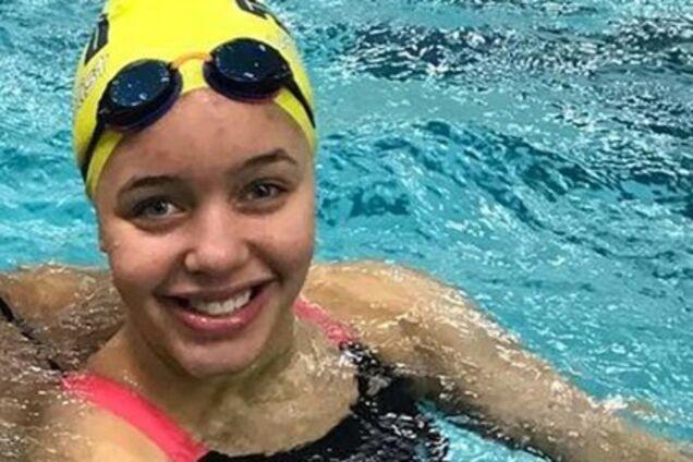 Плавчиня відкрила купальник і викликала скандал в США