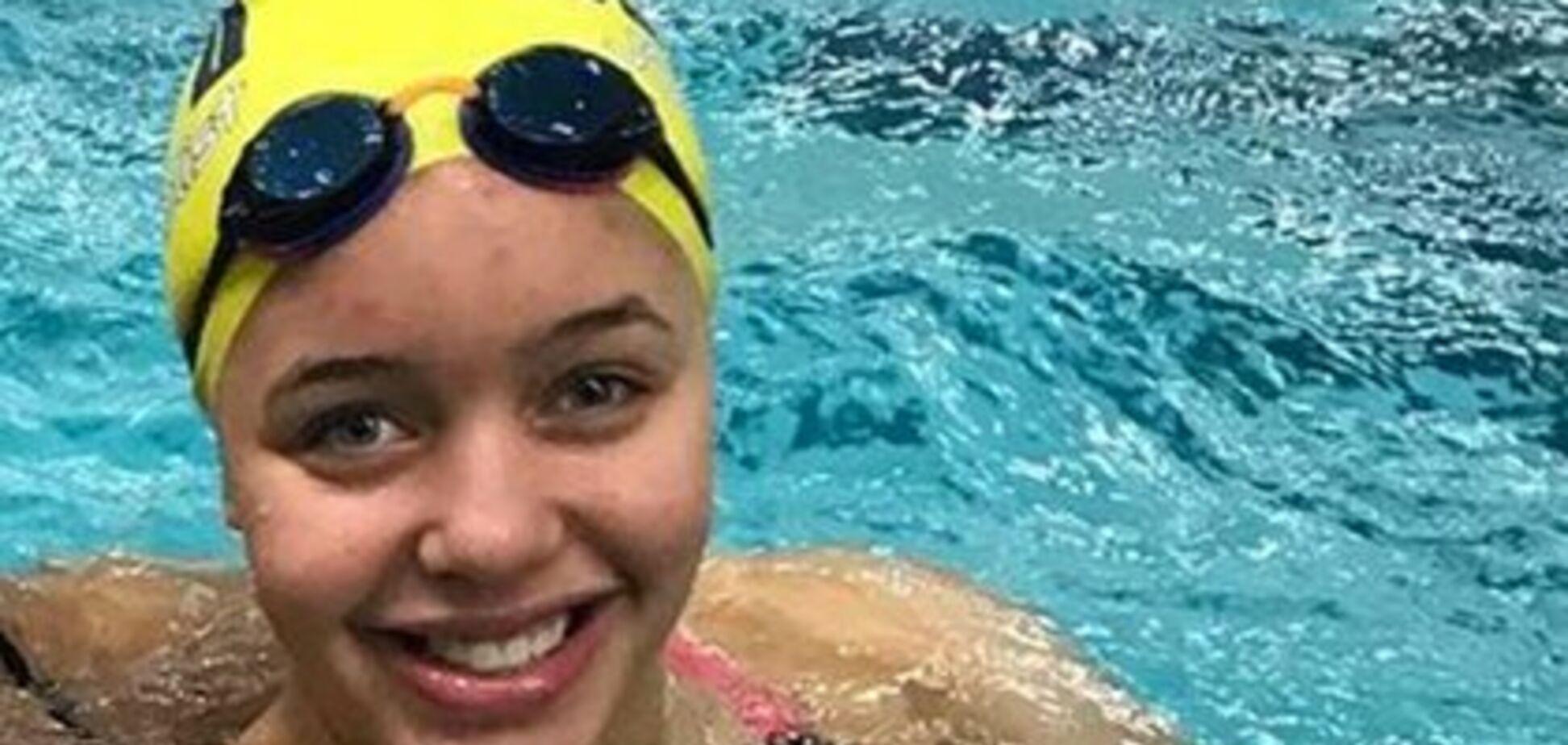 Пловчиха приоткрыла купальник и вызвала скандал в США
