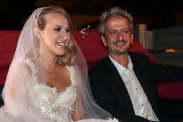 «Слезы умиления» : в сети показали горячий поцелуй Собчак и Богомолова на свадьбе. Видеофакт