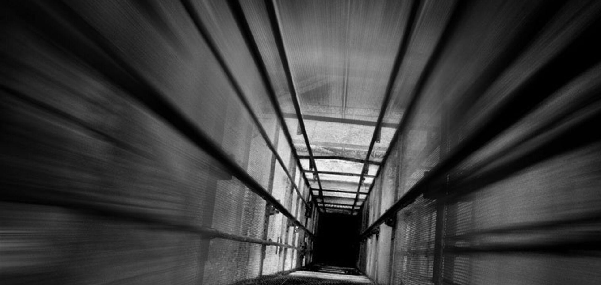 На Дніпропетровщині впав ліфт з людиною всередині: опубліковано відео