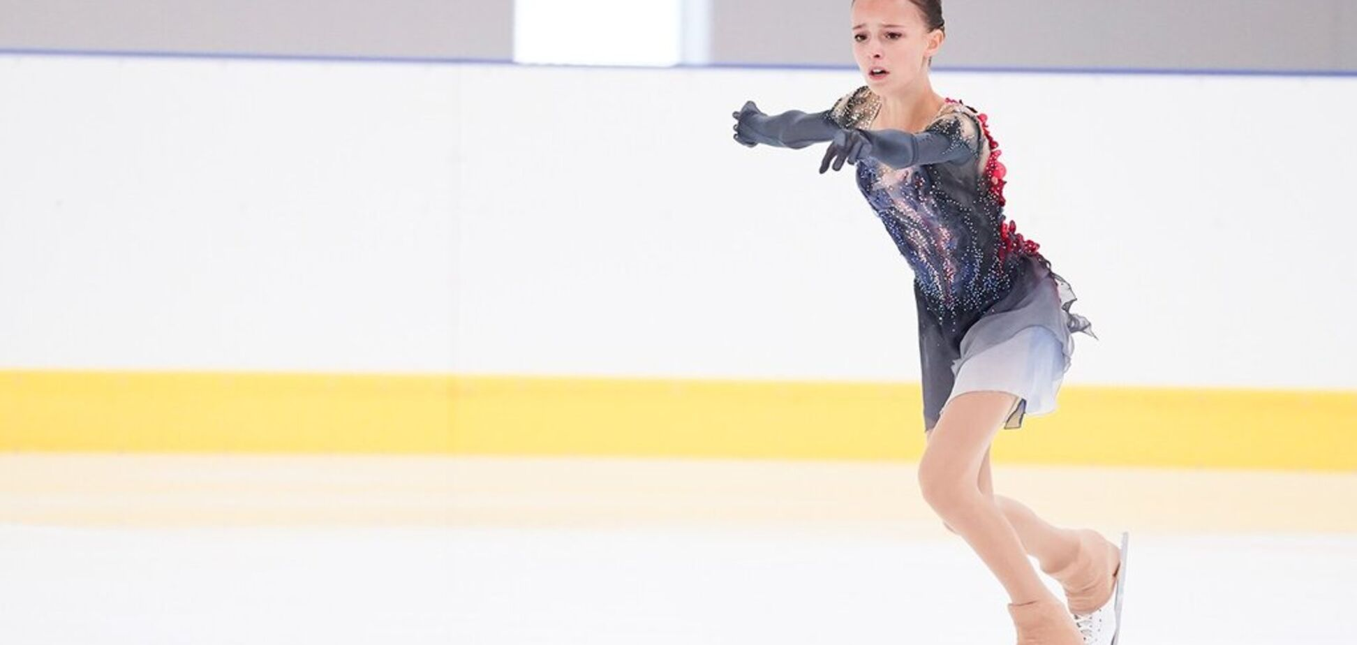 15-річна російська фігуристка-чемпіонка переодяглася прямо під час виступу