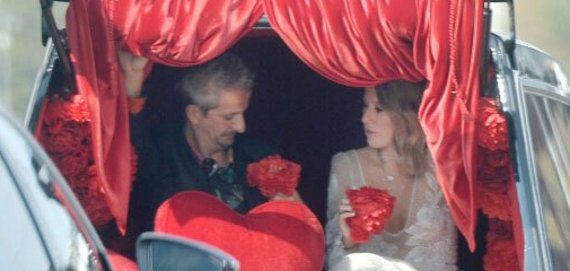 'Попади карандашом в бутылку!' Собчак объяснила выходки Богомолова на свадьбе-'похоронах'