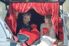 'Влуч олівцем у пляшку!' Собчак пояснила витівки Богомолова на весіллі-'похороні'