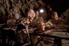 Чума в пещере людоедов