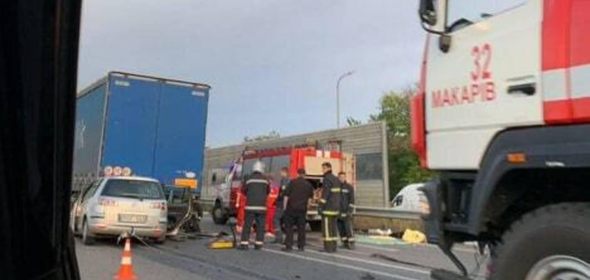 Під Києвом трапилася ДТП з вантажівкою