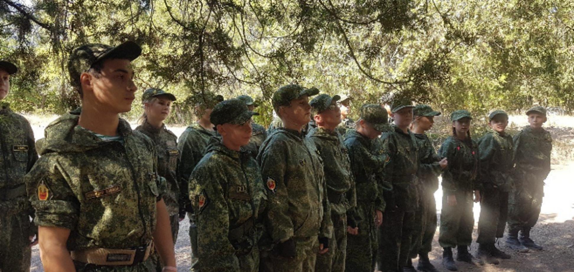 У Криму діти проходять навчання із зброєю