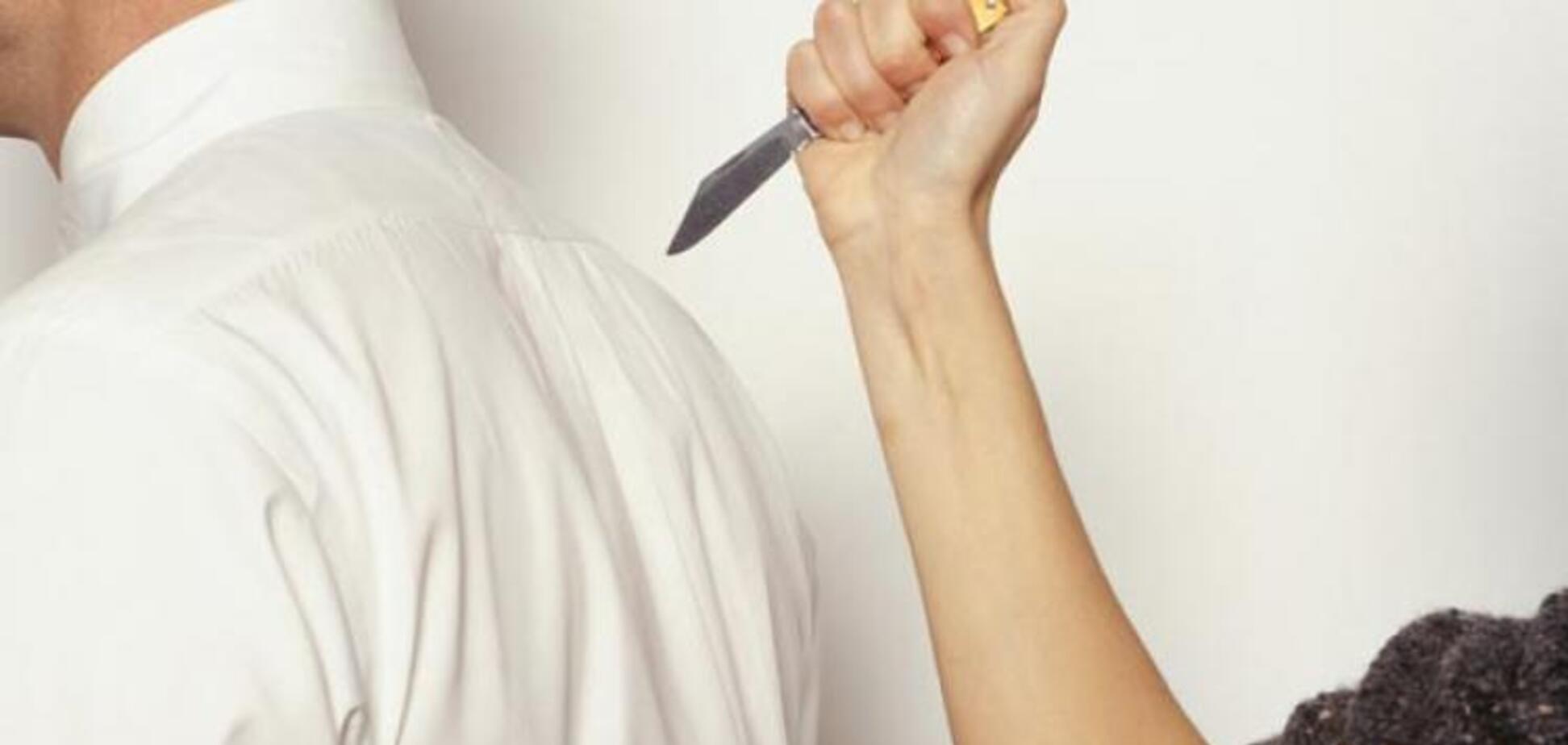 Штрикнула ножем в живіт: під Дніпром мати зарізала власного сина