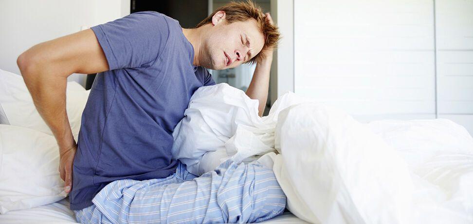 Почему болит спина по утрам?