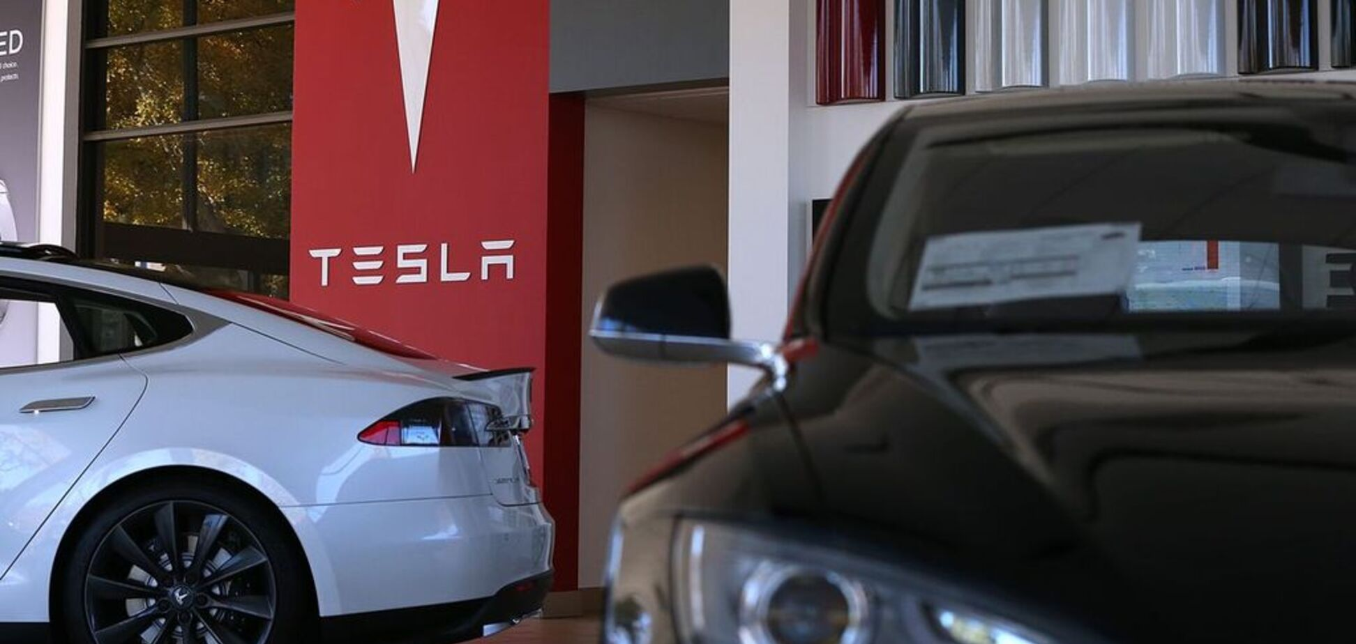 Tesla перестала бути найбезпечнішим авто: що трапилося