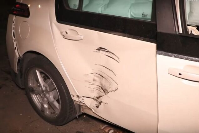 Вылетел на тротуар: в Киеве сотрудник СТО угнал и разбил авто клиента