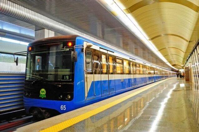 Метро Києва запрацювало після НП на мосту