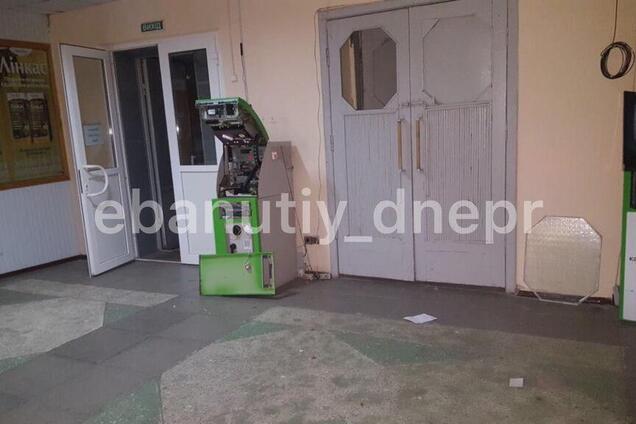 У Дніпрі невідомі намагалися пограбувати банкомат ПриватБанку