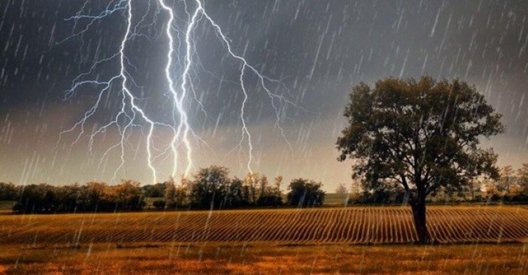 Картинка с дождем и грозой