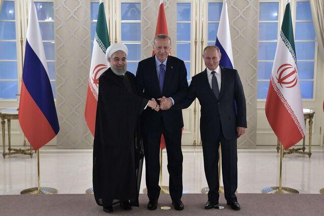 Владимир Путин на встрече глав государств-гарантов Астанинского процесса содействия сирийскому урегулированию Реджепом Тайипом Эрдоганом и Хасаном Рухани