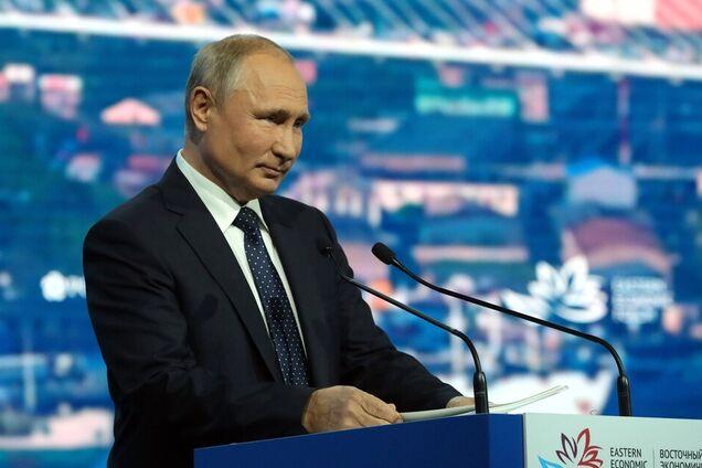 Володимир Путін виступає на пленарному засіданні Східного економічного форуму