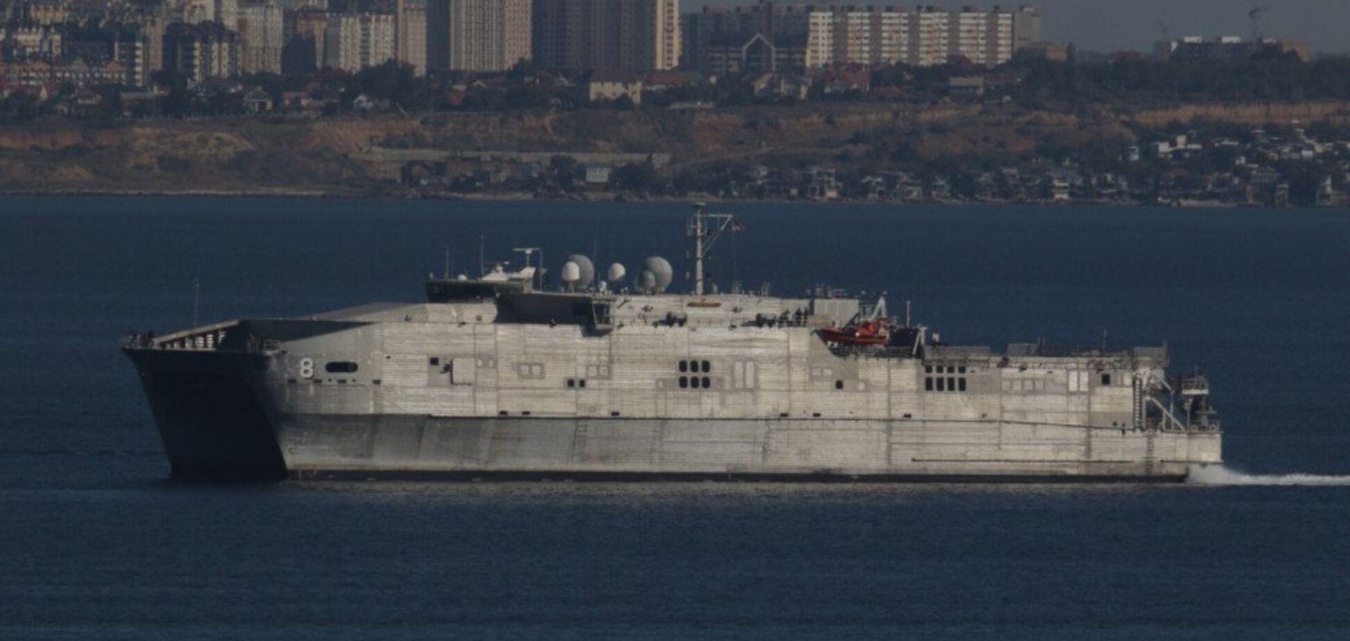 300 морських піхотинців та 550 тонн зброї: в Одесу зайшов військовий корабель США. фото