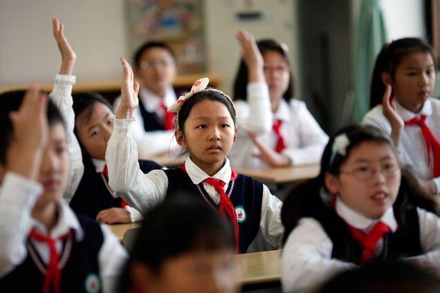 В Китае мужчина с ножом напал на школу