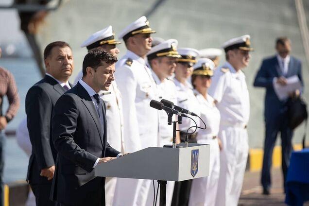 Владимир Зеленский выступает на церемонии по случаю Дня ВМС Украины