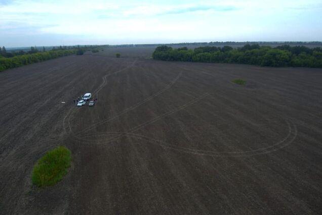 Труп закопали в поле