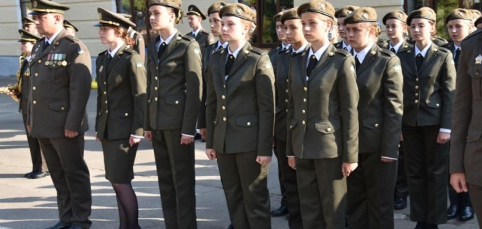 'Це виклик!' У київському військовому ліцеї вперше розпочали навчання дівчата. Відео