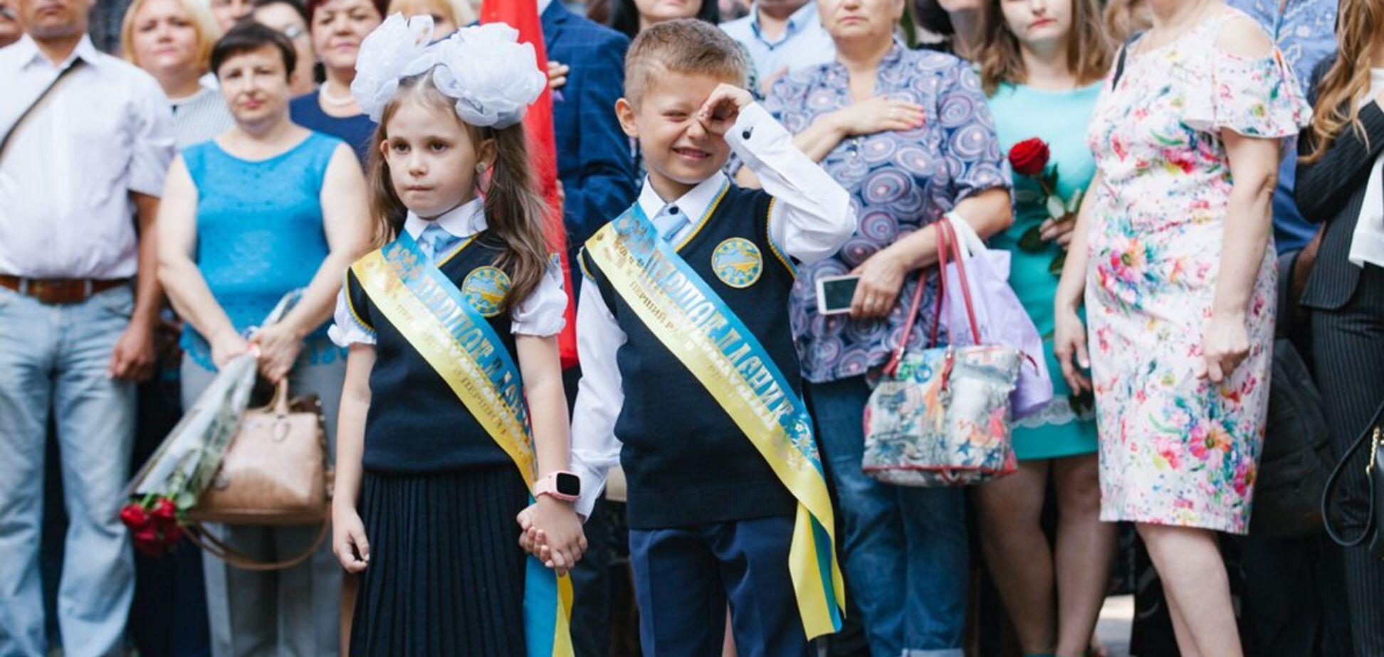У більшості шкіл України відзначають День знань: фото з регіонів