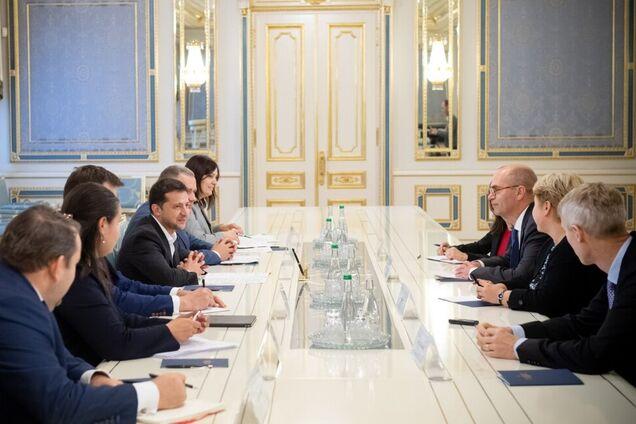 Зеленский провел переговоры с МВФ