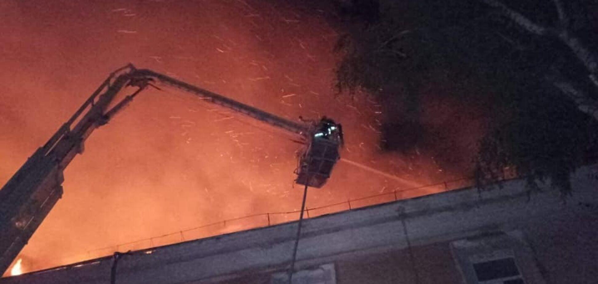 У Луцьку спалахнув військовий госпіталь: фото й відео з місця НП