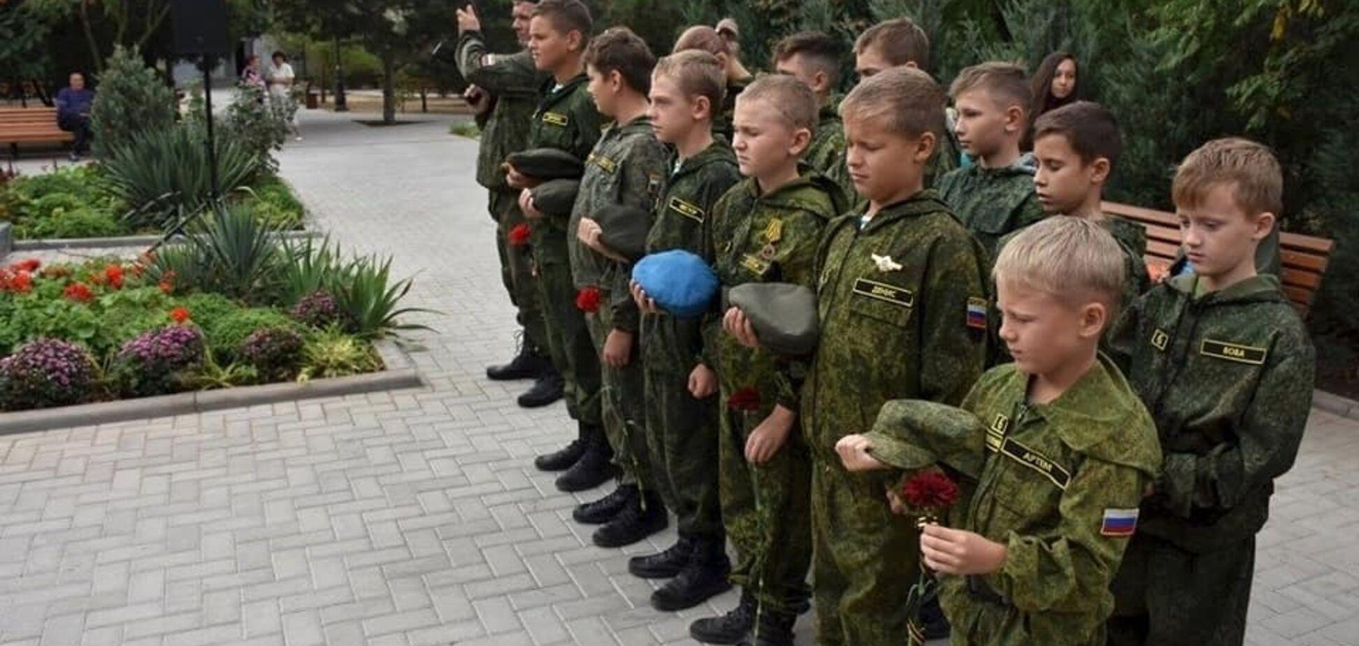 Діти у військовій формі
