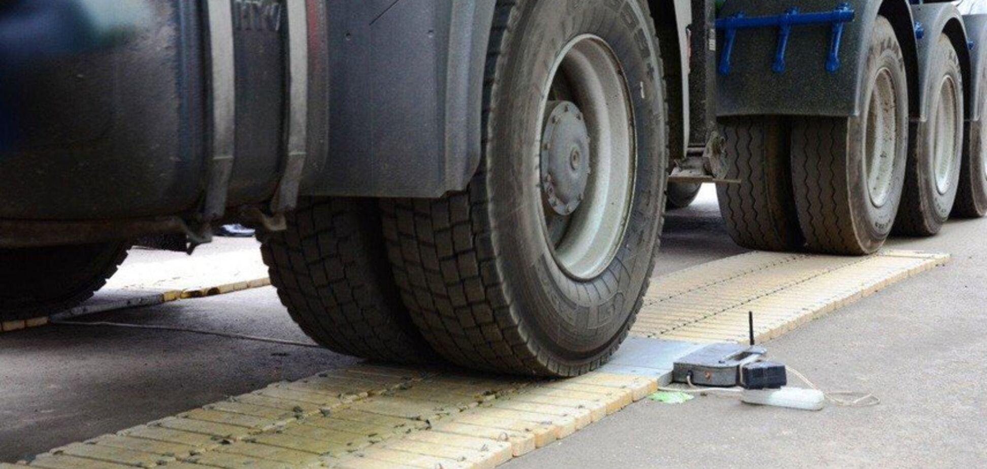 В Украине сделали шаг к решению проблемы перегруженных фур на дорогах