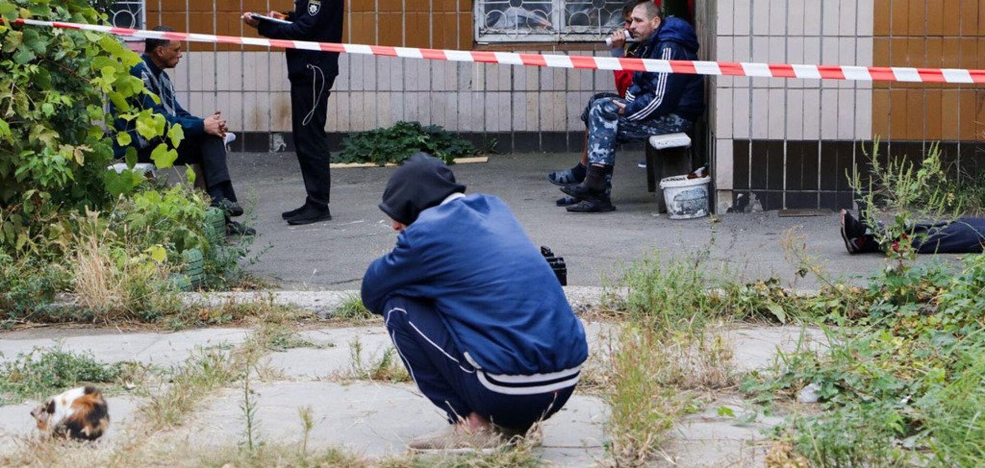 Лежав під вікнами: у Києві знайшли труп зі слідами насильницької смерті