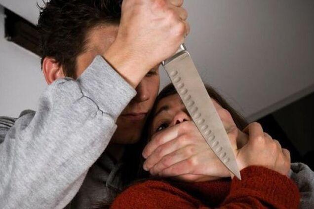У Дніпрі чоловік по-звірячому розправився над дружиною