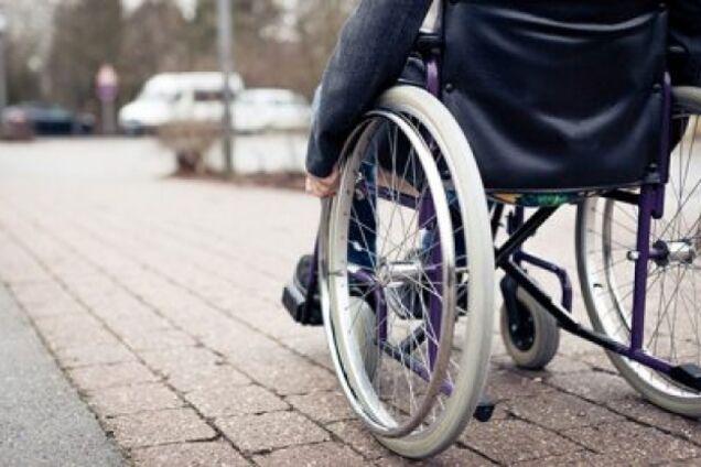 Водитель отказался везти девочку на инвалидной коляске