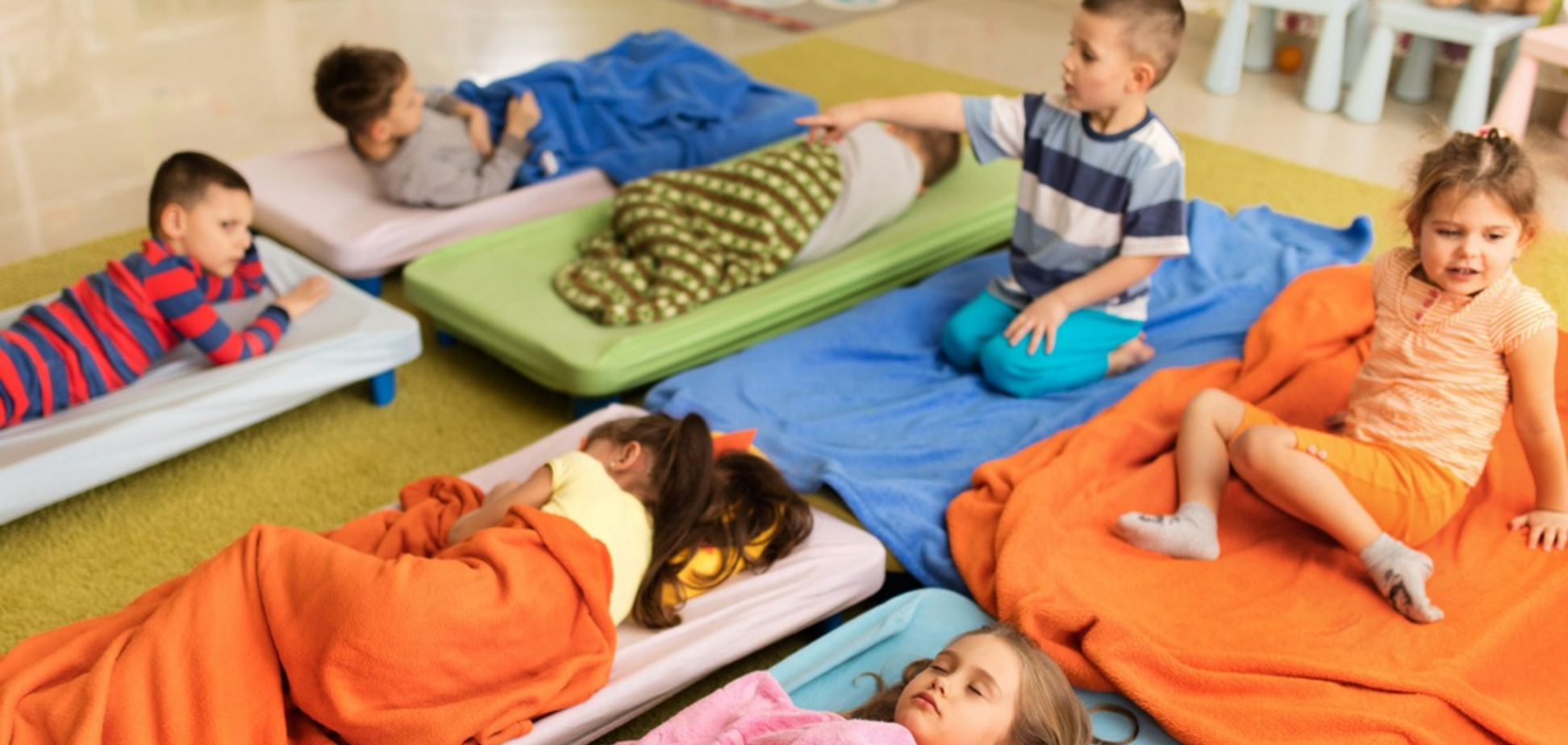 'Укладывали спать на пол': в российском детском саду дети заразились коклюшем