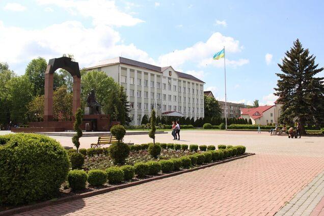 Пам'ятник Михайлу Грушевському на площі Незалежності, місто Долина