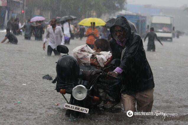 Потоп на улицах Мумбаи в Индии